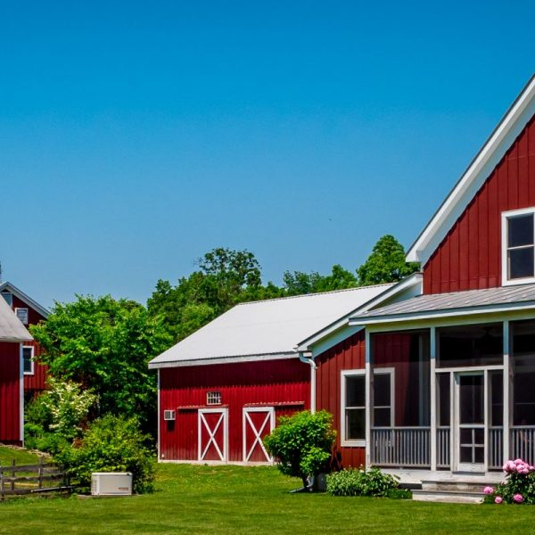A,Red,Farmhouse,And,Barn,In,Rhinebeck,,New,York